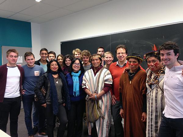 Les indigènes Ashaninkas, Yves Marechal et les étudiants de Grenoble INP