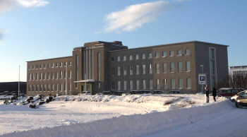 Batiment principal de l'Université d'Islande avec de la neige- Háskóli Íslands