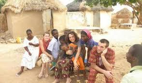 famille sénégalaise et volontaires Solida'rire