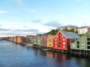 Maisons colorées typiques norvégiennes à Trondheim